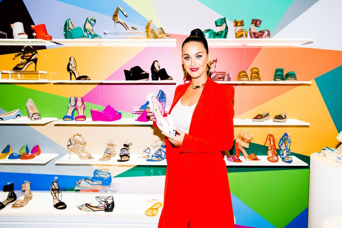 Katy Perry presenta la sua collezione di scarpe