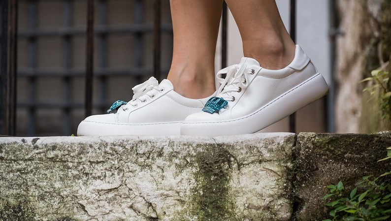 pulire le sneakers bianche