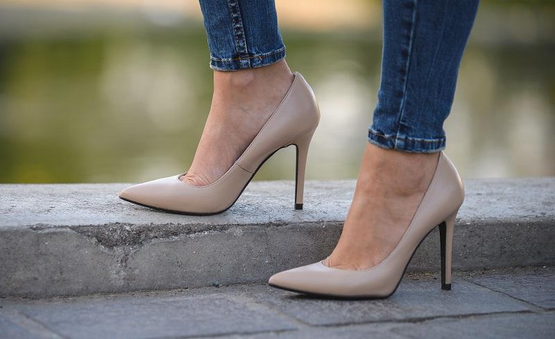 scarpe color carne