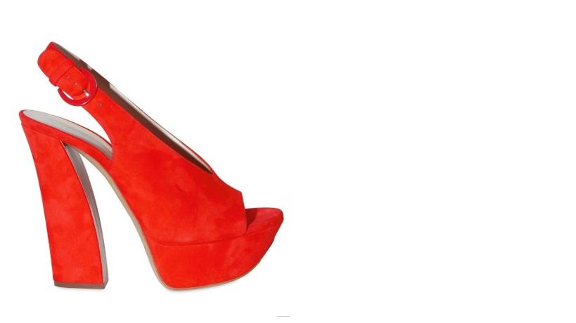 ilary blasi sandali rossi casadei tacchi alti 2011