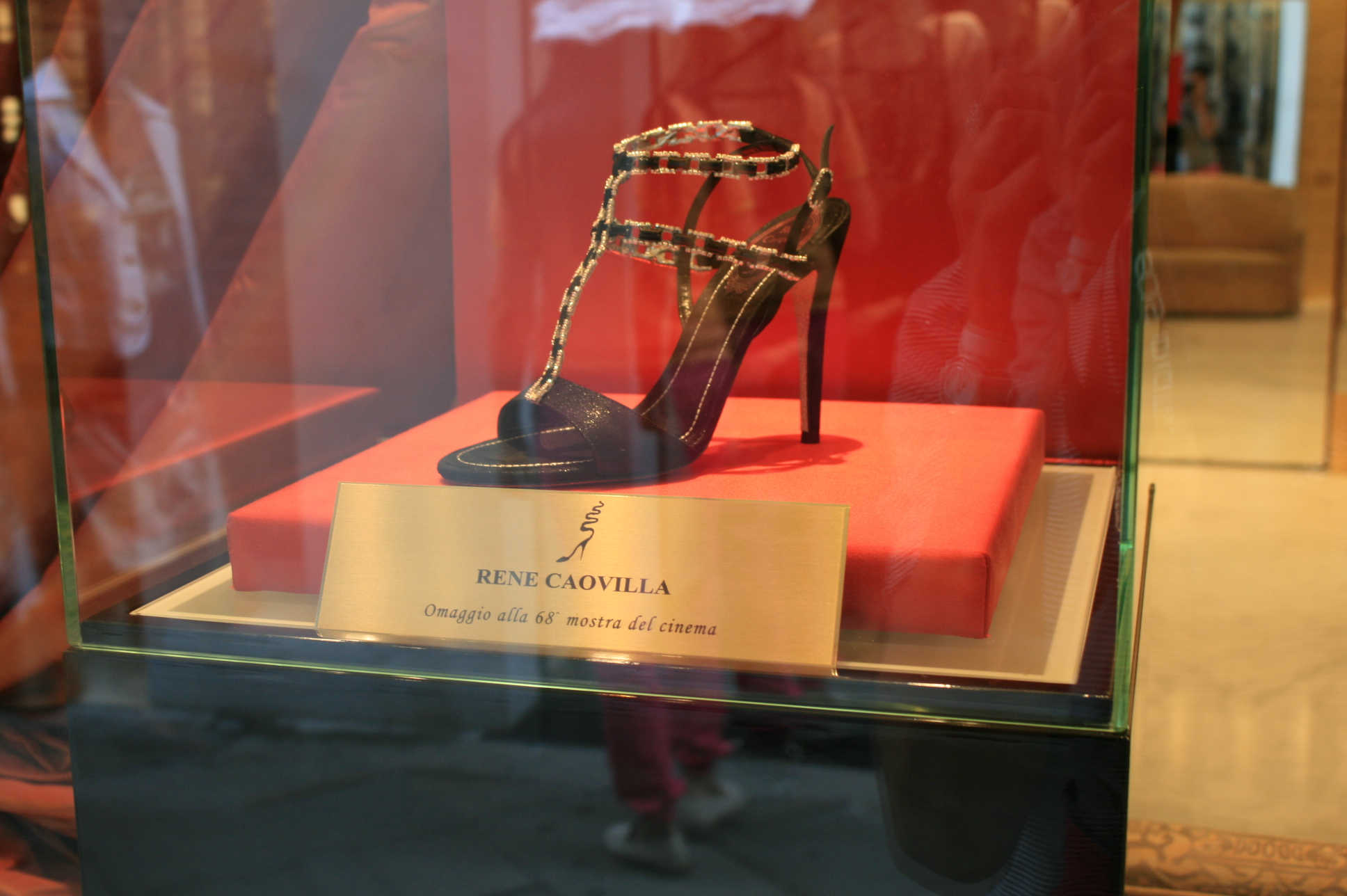 renè caovilla festival di venezia venice 2011 red carpet heel sandalo