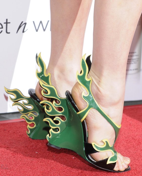 Fergie sceglie Prada per un red carpet molto green - Shoeplay ... d16a905724e