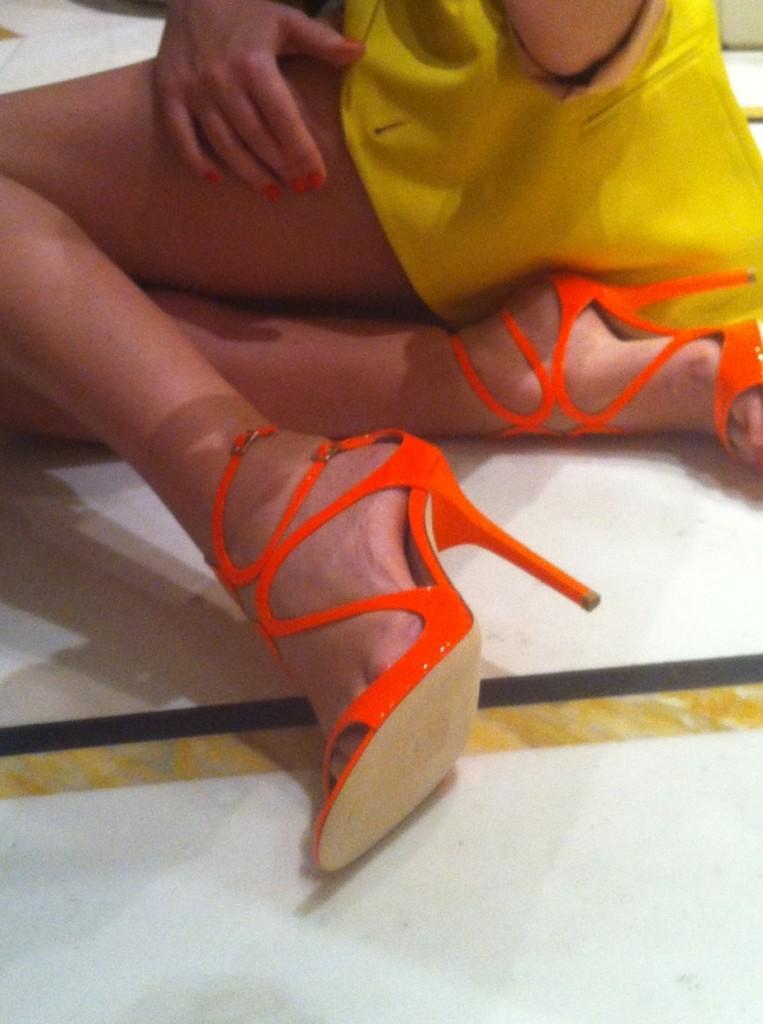 alessia marcuzzi piedi sandali jimmy choo