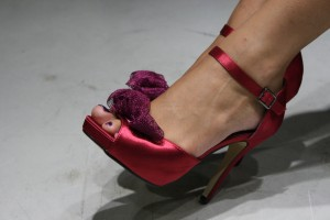 scarpe fuxia colorate fiore hassan roma