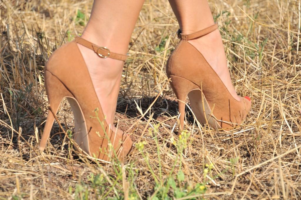 tacco alto cinturino alla caviglia