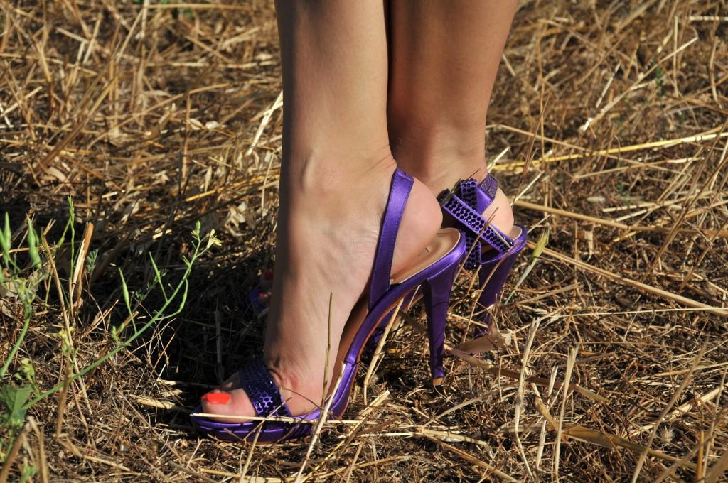 sandali gioiello tiffi viola indossati fiocco