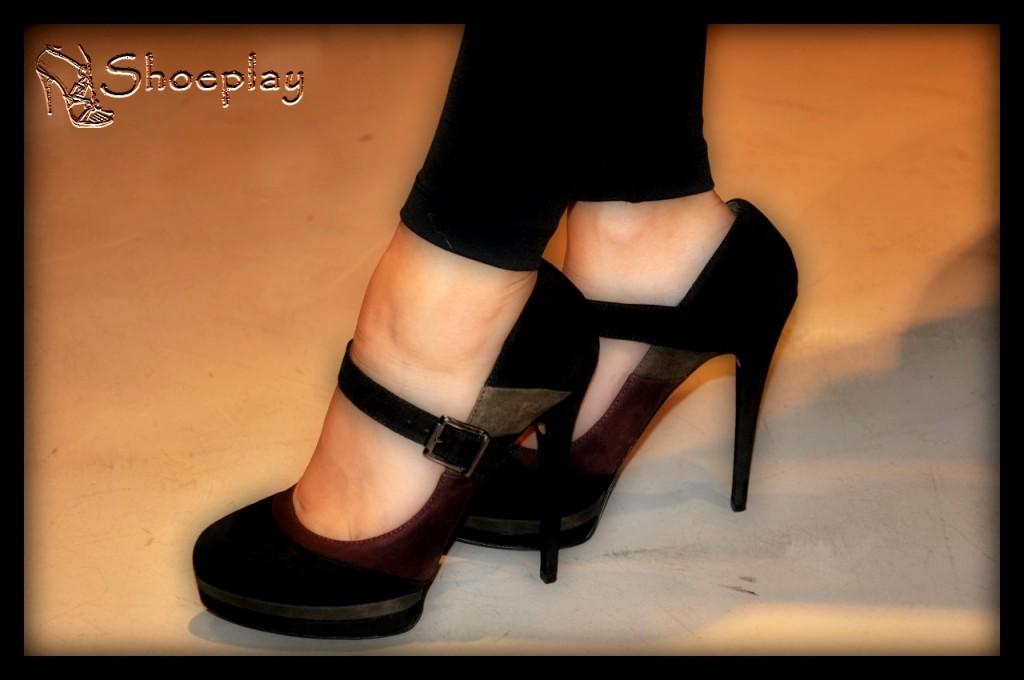 scarpe da donna tacco altissimo indossate decolletè