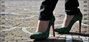 decolletè tacco alto verde smeraldo indossate