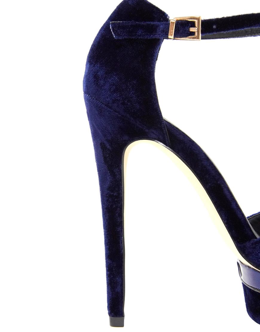 Sandali in velluto blu Asos Shoeplay Fashion blog di