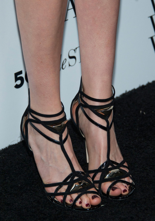 Krysten-Ritter-in-Reem-Acra-Who-What-Wear-And-Cadillacs-50-Most-Fashionable-Women-Of-2013-Event-Sandals-600x853