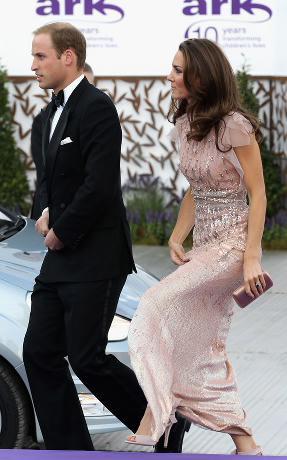 Kate-Middleton-LK-Bennett-Agata-Oversized-Bow-Sandals-at-ARK-Gala-Dinner
