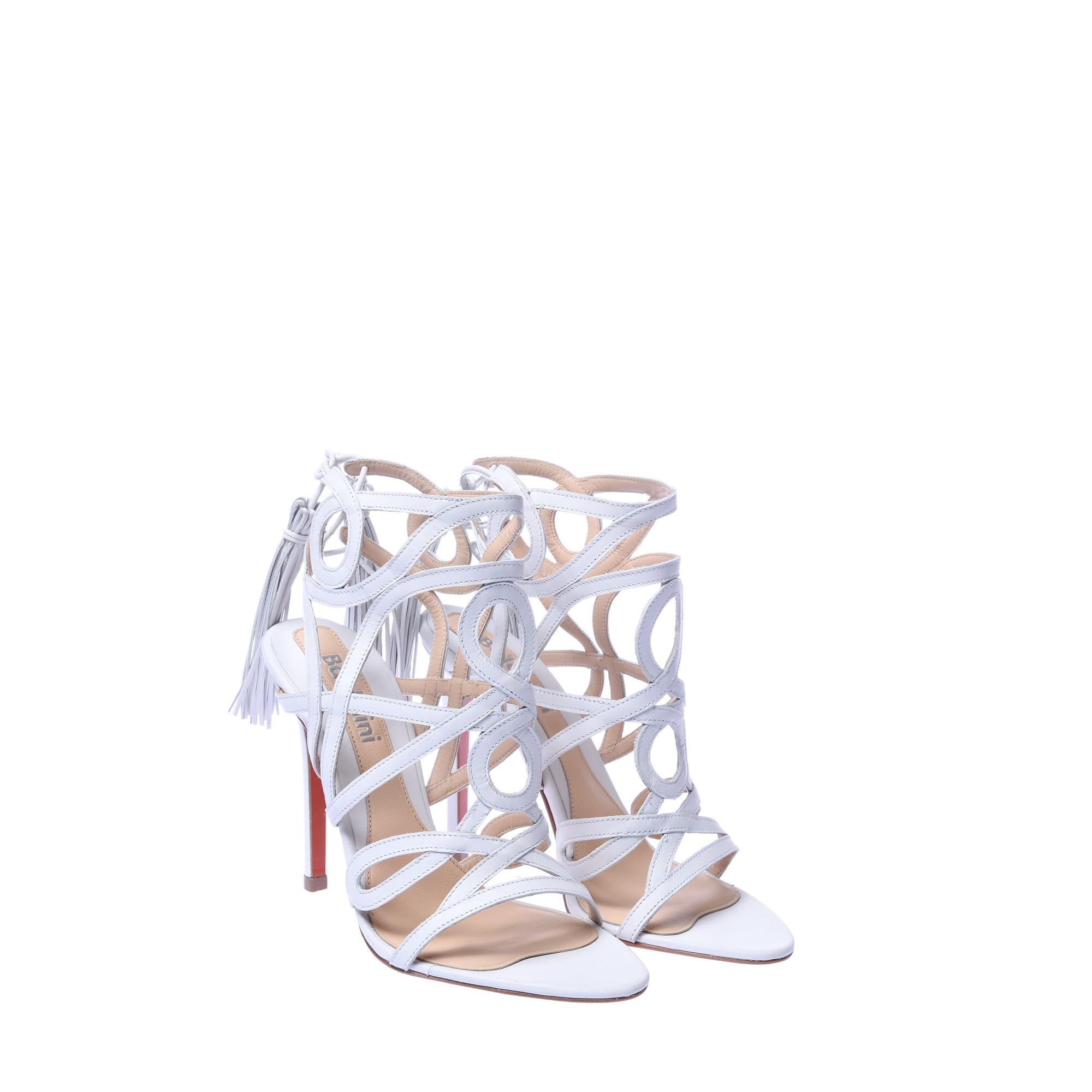 Sandali bianchi con intrecci