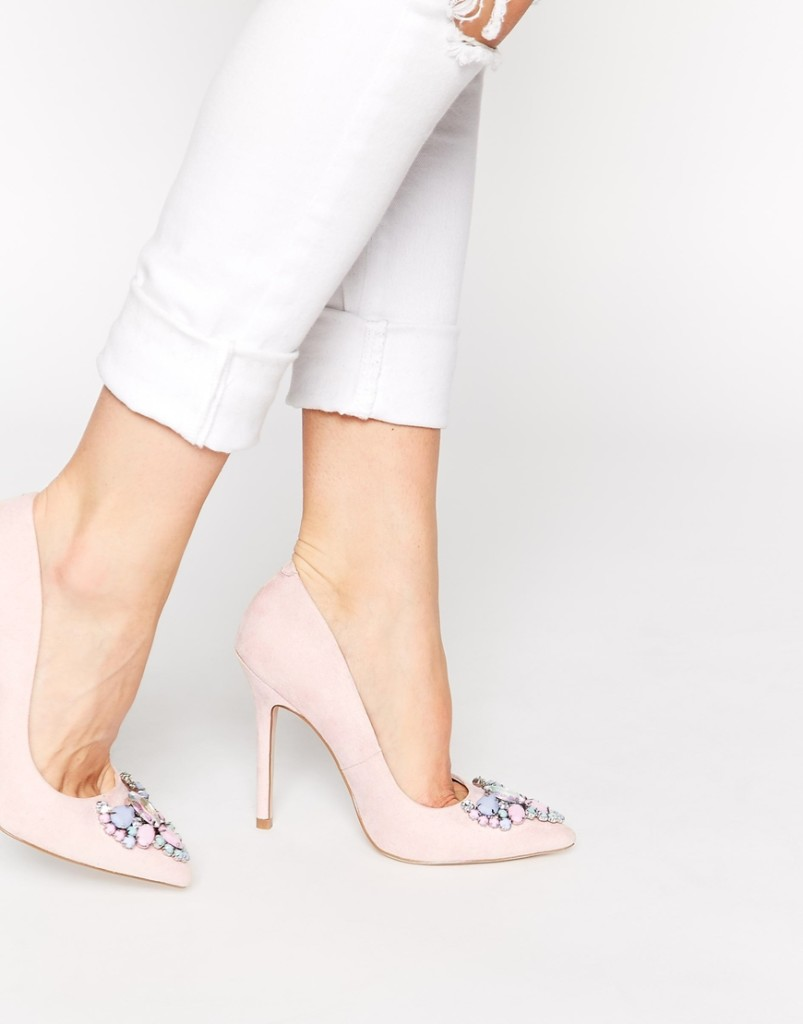 scarpe alte indossate