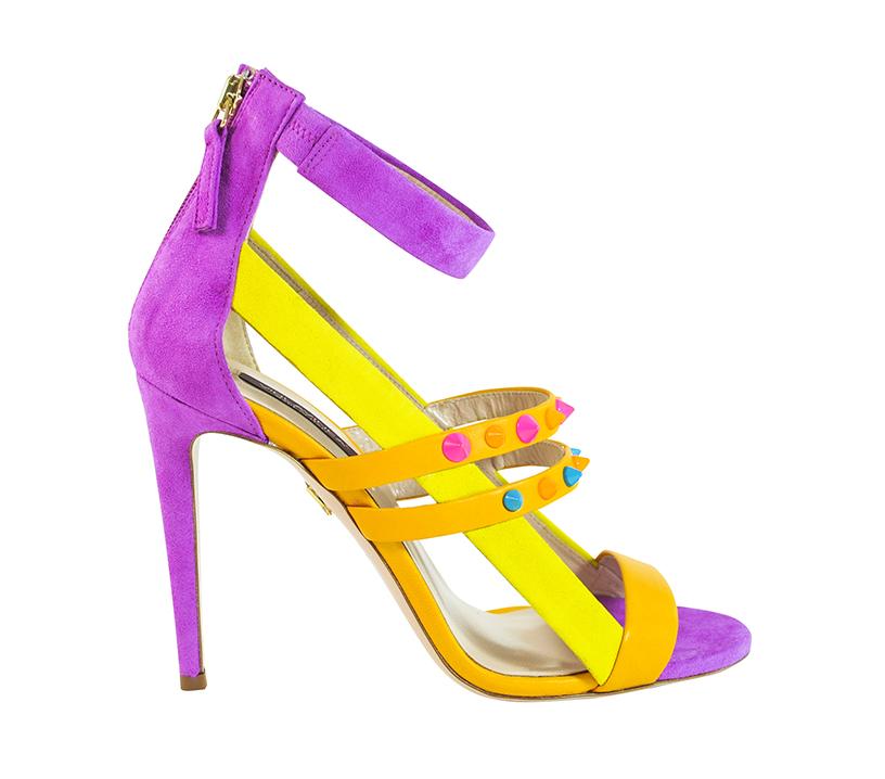 sandali viola e gialli