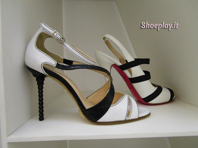 sandali bianchi e nere