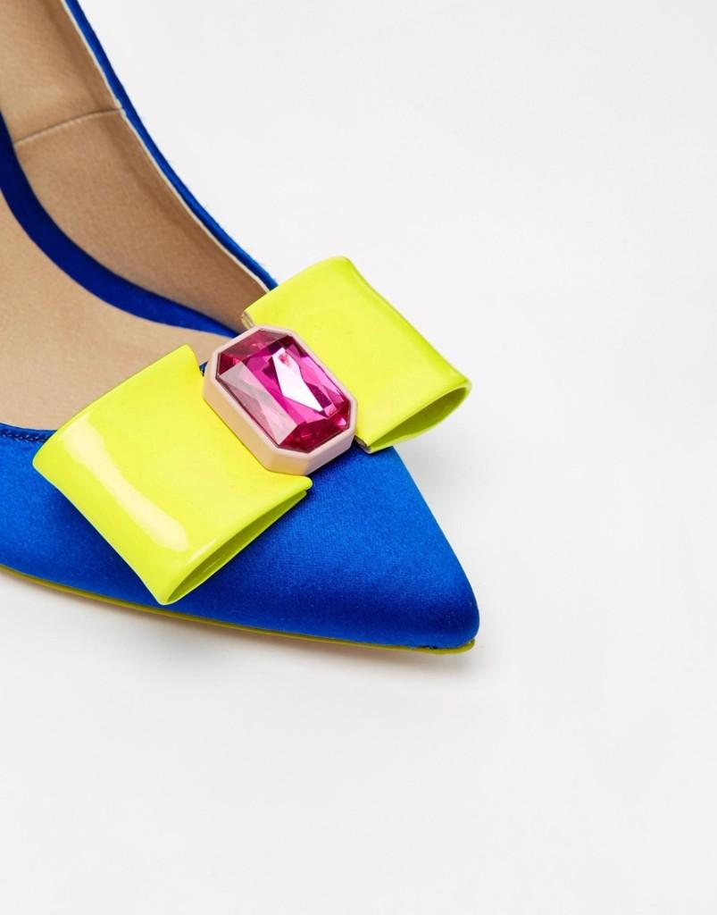 fiocco giallo scarpa blu