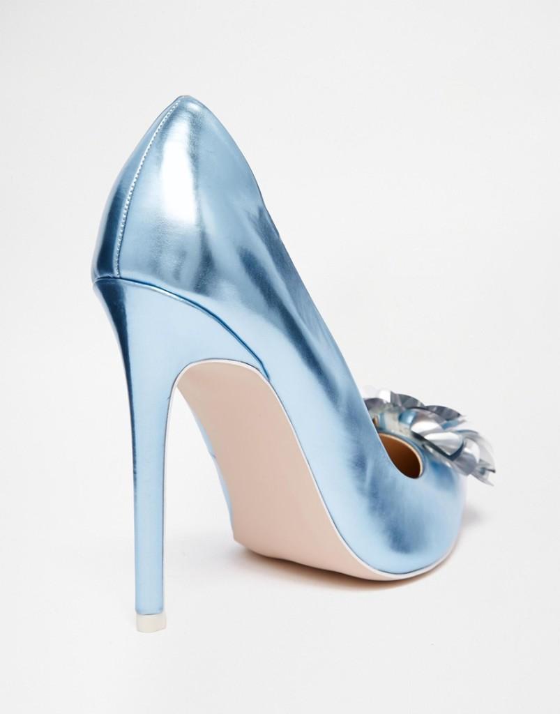 scarpe da abbinare ad un vestito blu