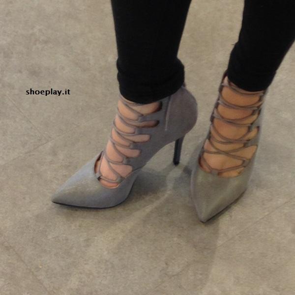 scarpe lace up indossate