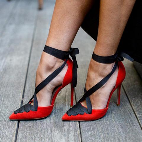 scarpe rosse lacci neri