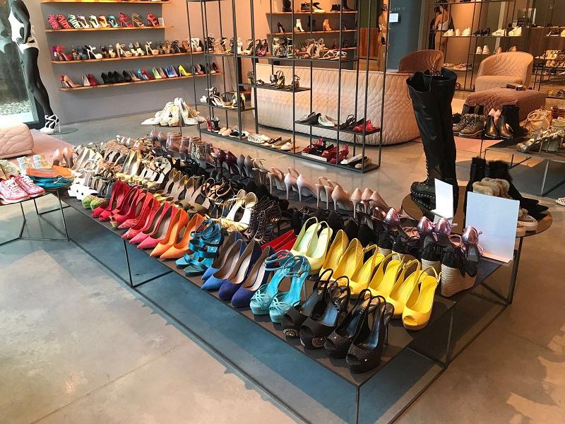 Spacci e outlet di scarpe di lusso nelle Marche: info, foto