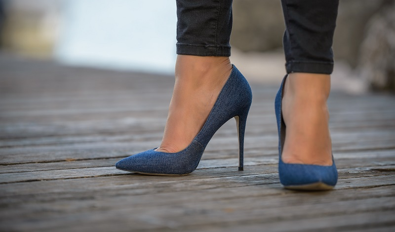 scarpe in denim