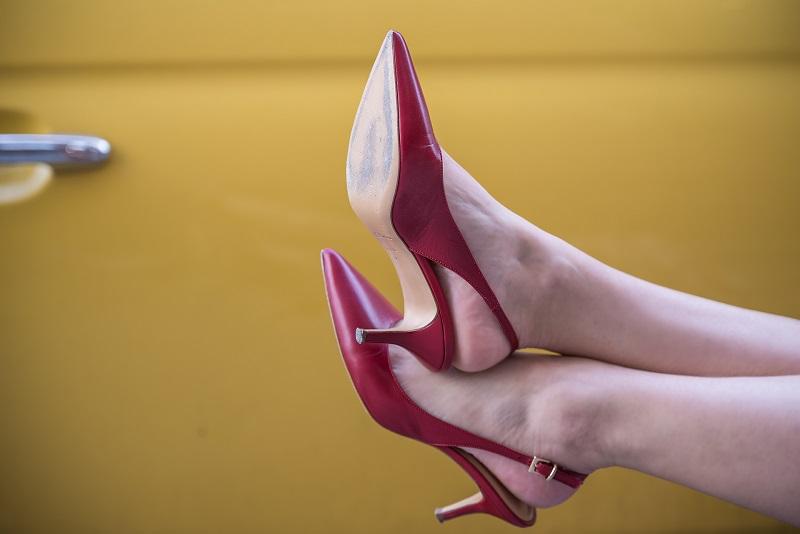 scarpe modello slingback tacco basso