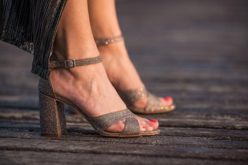Scarpe comode eleganti - Cerimonie e feste estive  due sandali e due ... f2e52ac8096