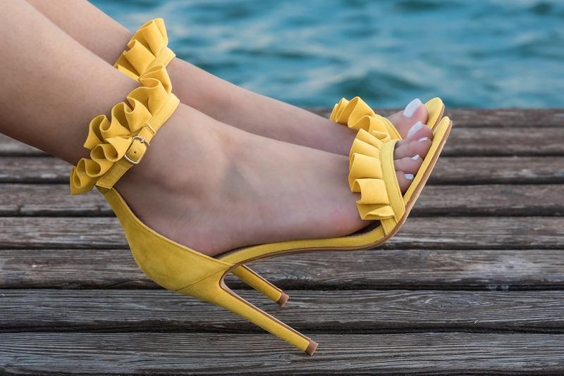 scarpe gialle tacco alto