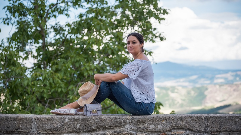 outfit scarpe bianche
