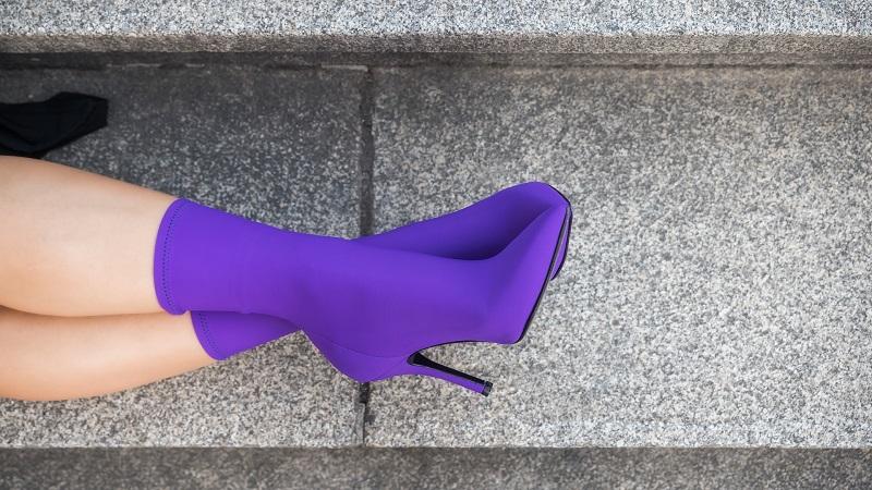 Stivaletti elasticizzati a calzino viola Le Walterine