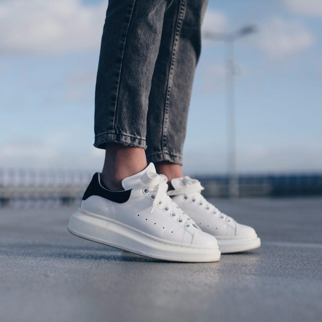 Alexander McQueen sneakers: le scarpe simili alle originali ...