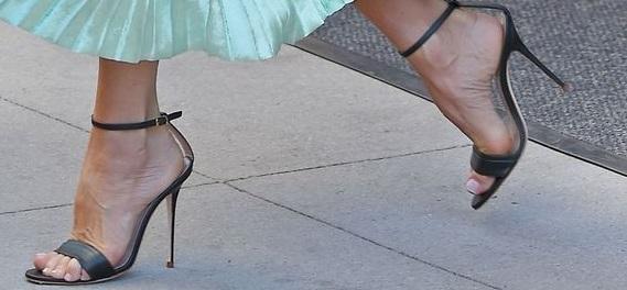 Alluce valgo, le scarpe più adatte per essere comoda e carina!