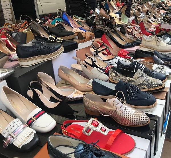 scarpe firmate al mercato di desenzano