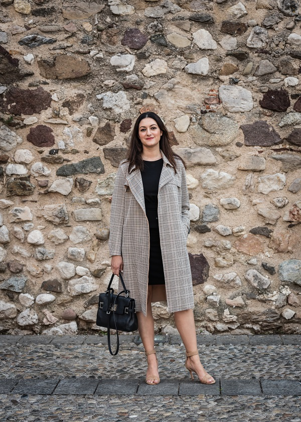 outfit sandali nude