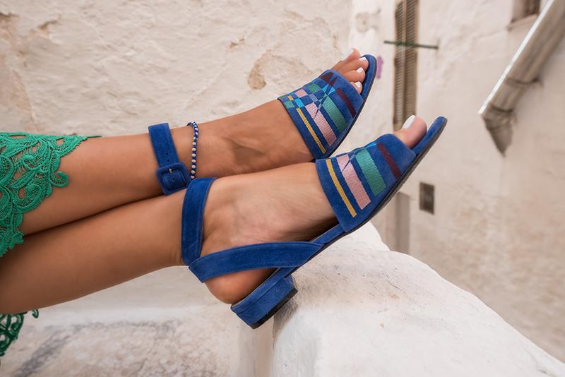 sandali blu elettrico