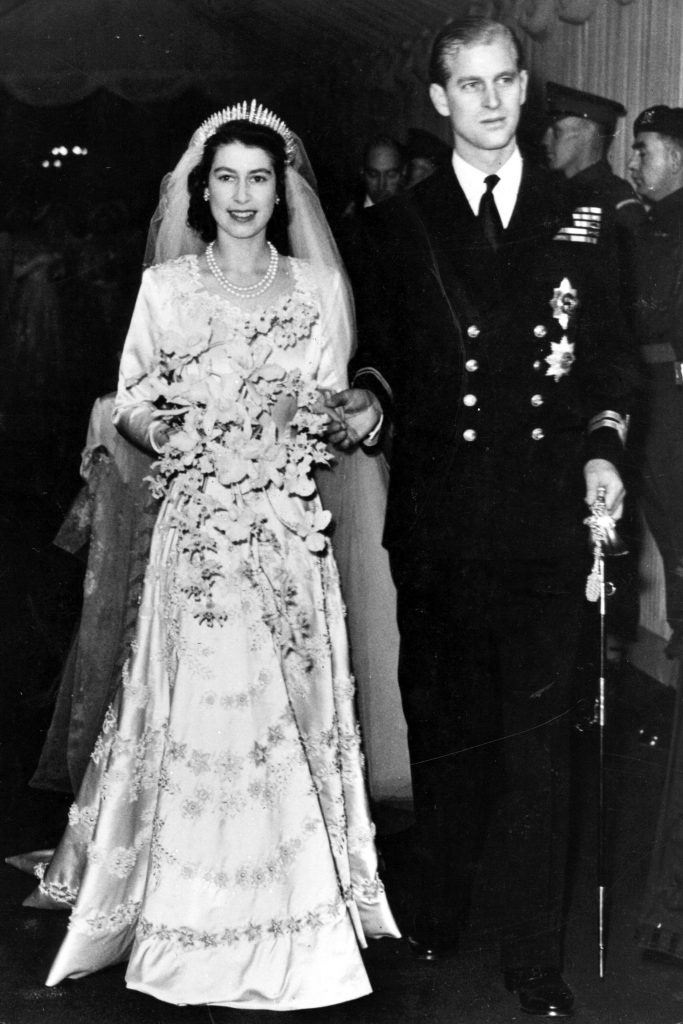 queen-elizabeth-wedding-dress