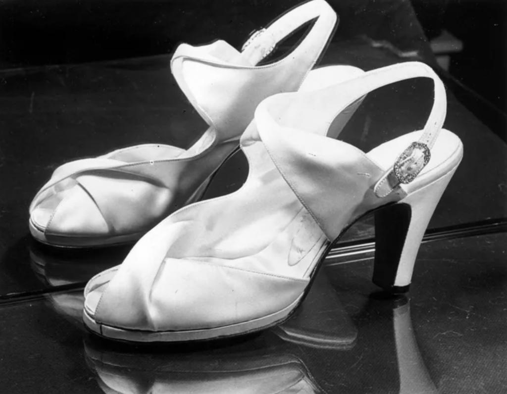 scarpe da sposa della regina elisabetta