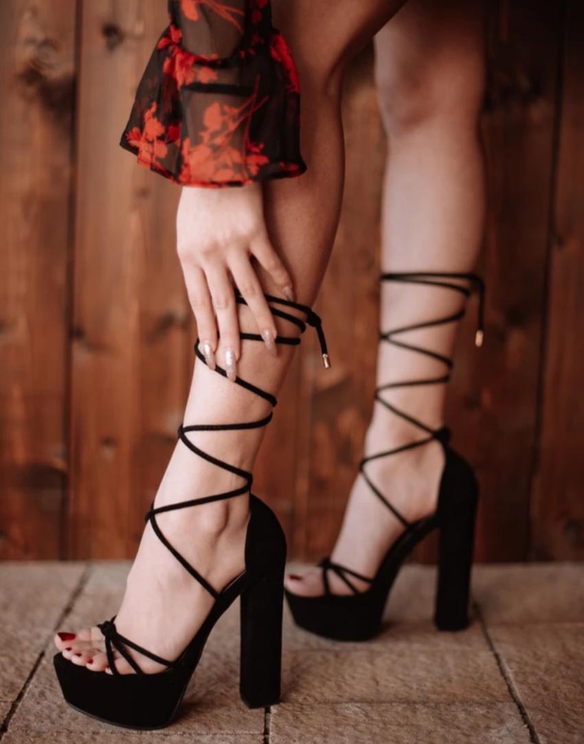 sandali stringati