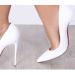 Come abbinare le scarpe bianche per evitare l'effetto sposa